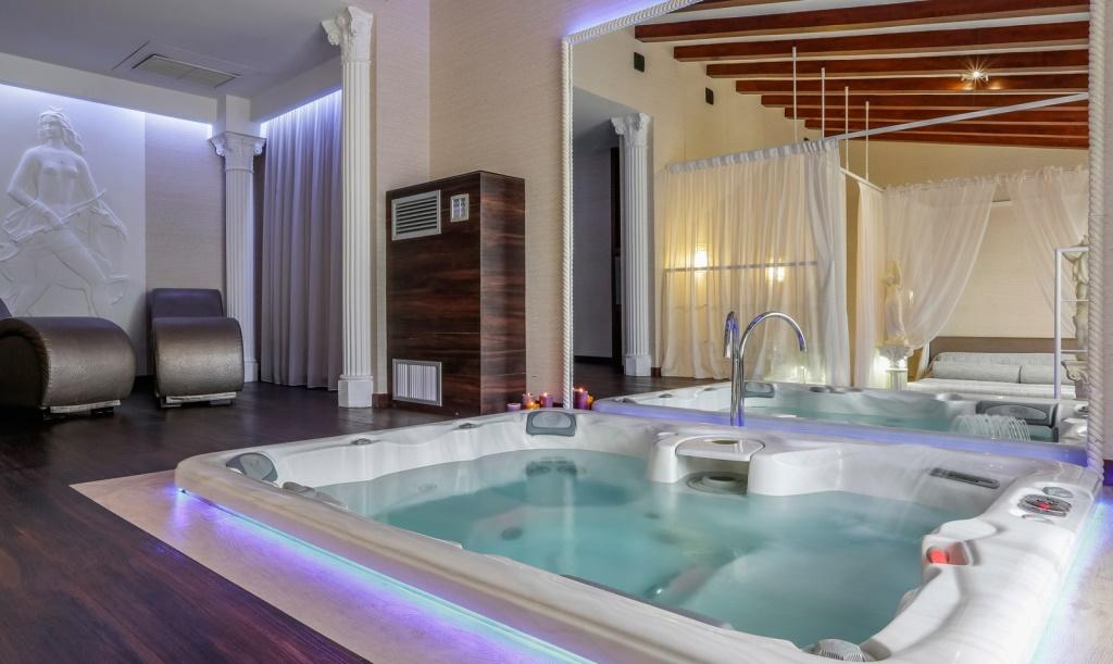 Camera Con Vasca Idromassaggio Per Due : Torino e piemonte: 6 bellissimi hotel con suite a tema hotelatema