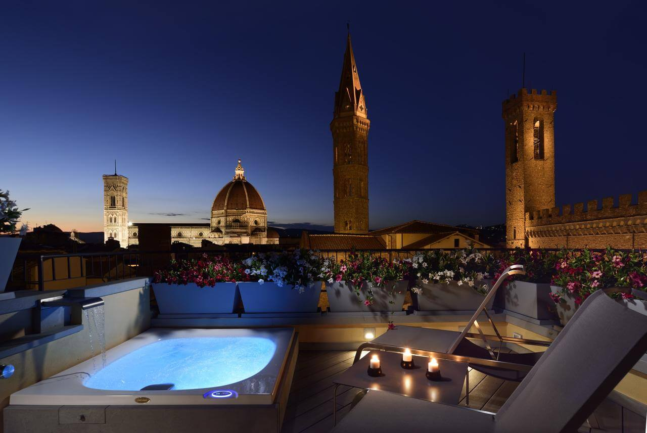 vista dalla jacuzzi in camera su firenze