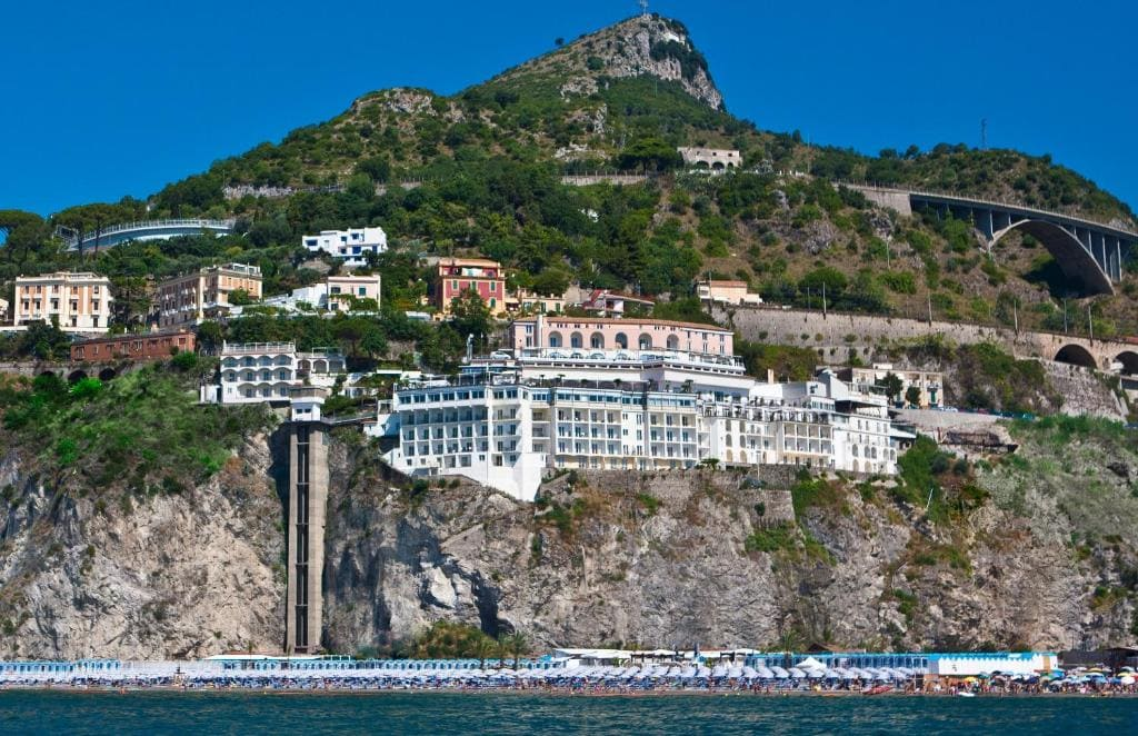 hotel con spiaggia privata costiera amalfitana